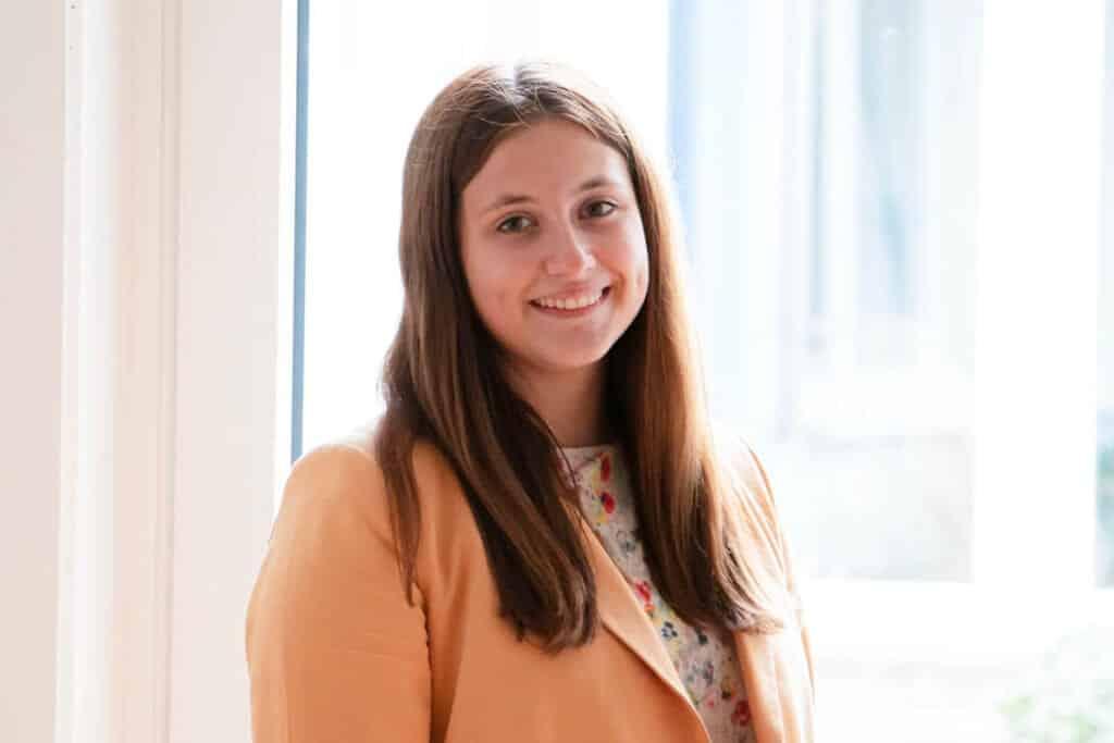 Julia, Auszubildende bei kohlpharma, berichtet über das Berufsbild Kauffrau im Groß- und Außenhandel